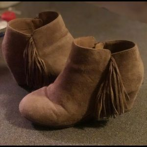 Other - Girls fringe booties